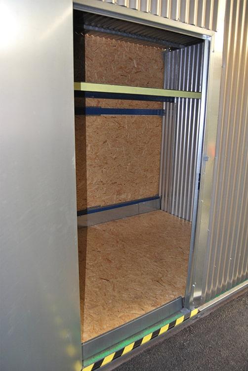 Box avec étagères de rangement